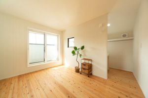 明石市の三角バルコニーの注文住宅の寝室