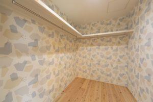 神戸市西区の木の家のウォークインクローゼット