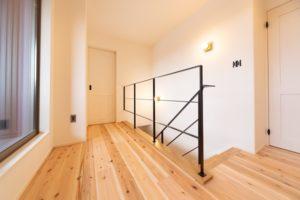 神戸市西区の木の家のスチール手摺