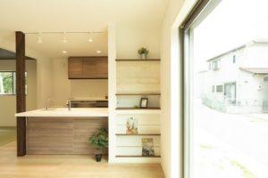 神戸市西区の吹抜けのある家のマガジンラック