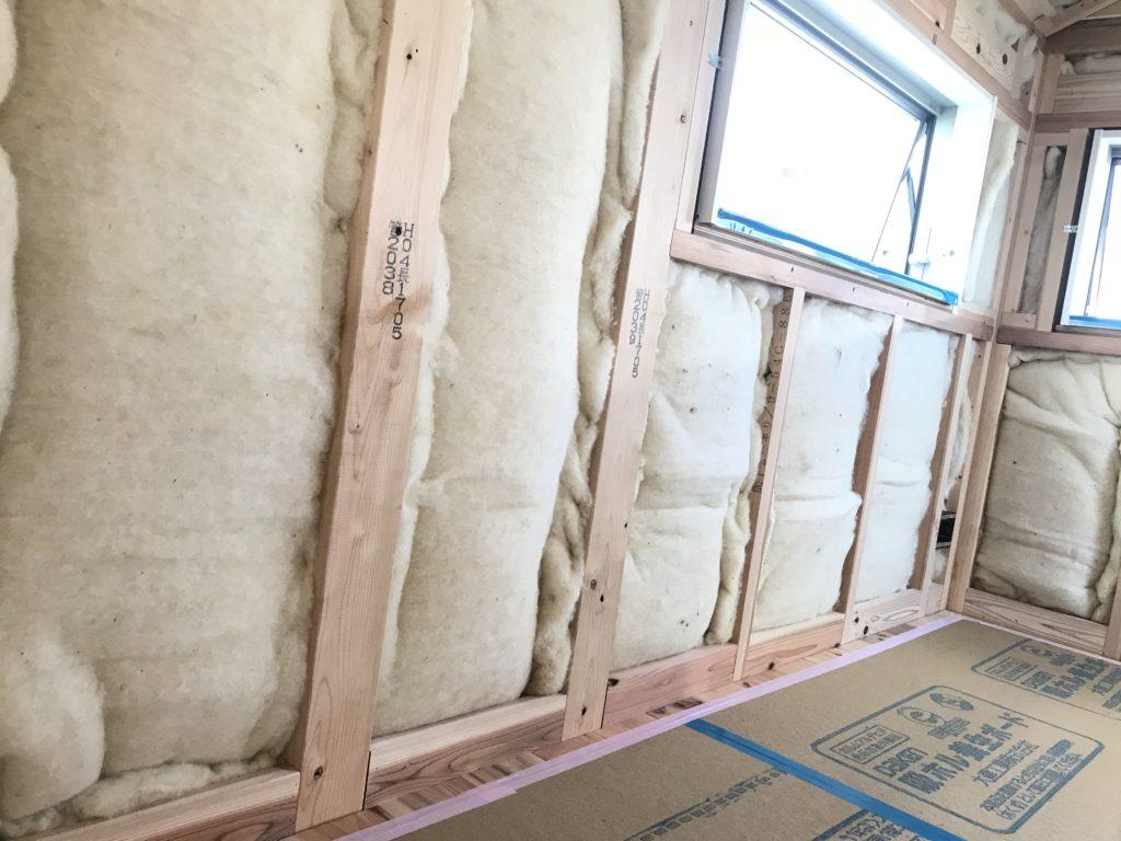 集いの家の羊毛断熱材