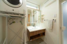 外断熱の家の洗面化粧台