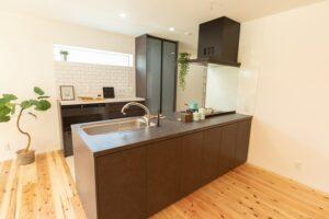 木の家のキッチン