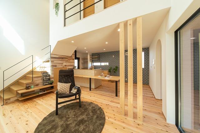 神戸市注文住宅間取り リビング階段の画像